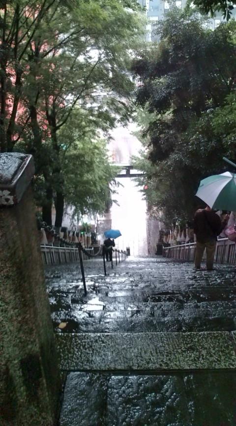 大雨の中3カ所目…。